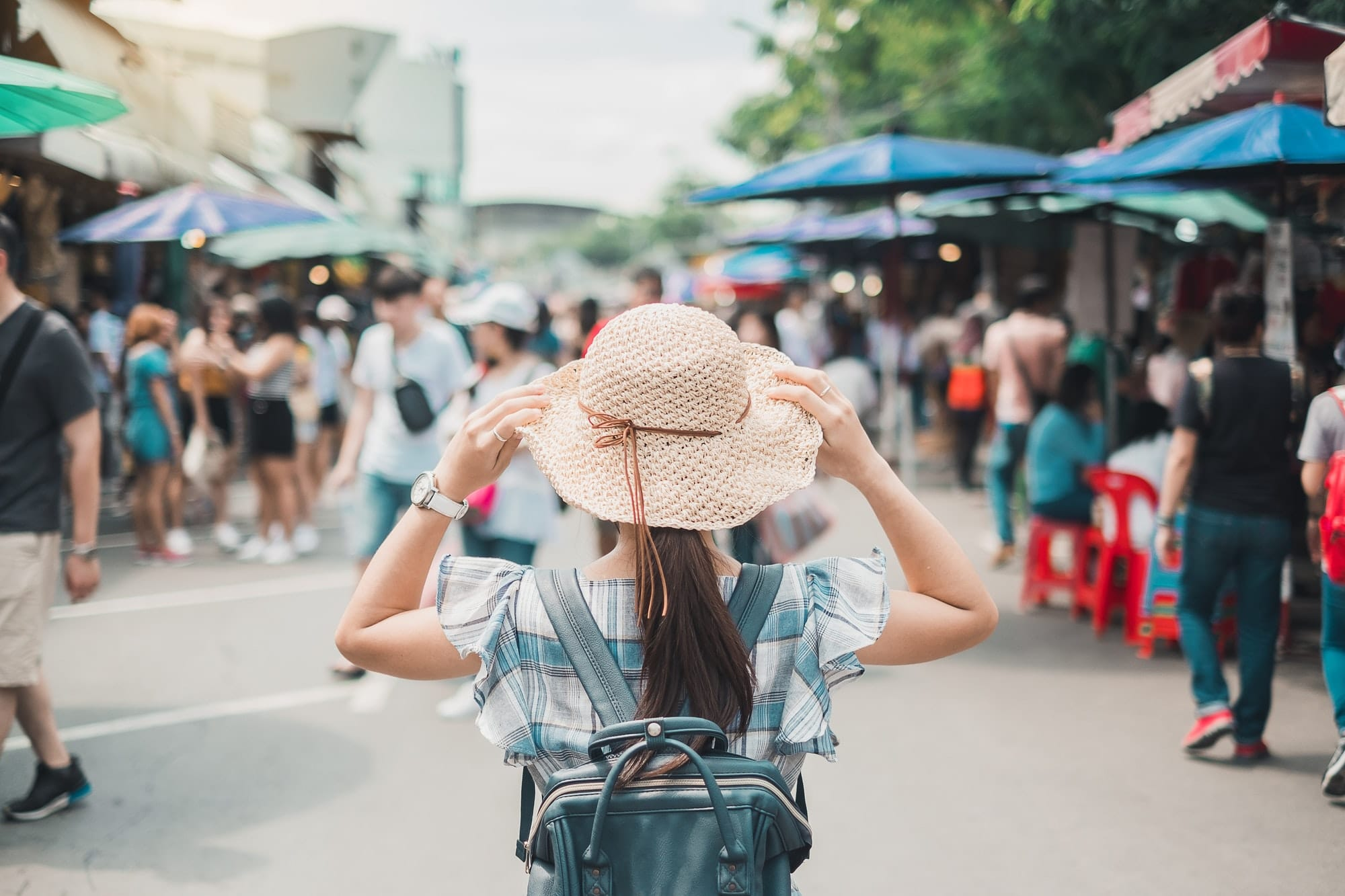 woman traveling backpacker with hat