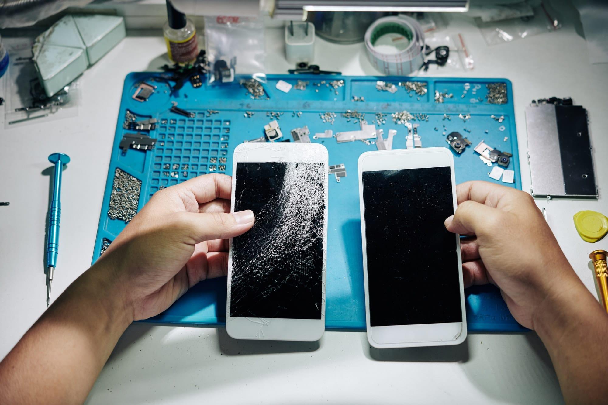 Repairman changing smartphone screen
